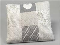 Housse de coussin patchwork 40x40 pois et fleurs gris simla for Coussin 60x60 pour canape