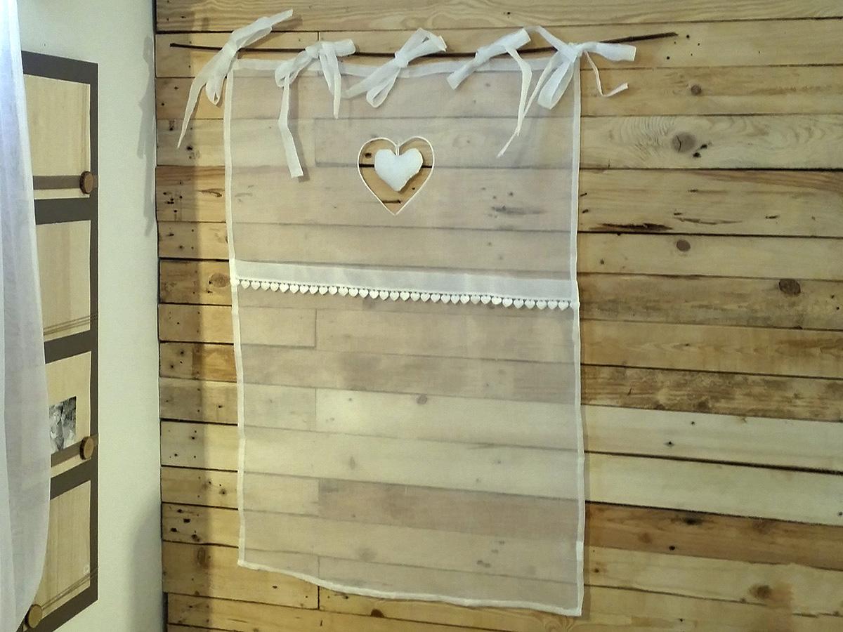 Brise bise 60 x 90cm en voilage organdi blanc et coeur for Voilage cuisine 60 x 90