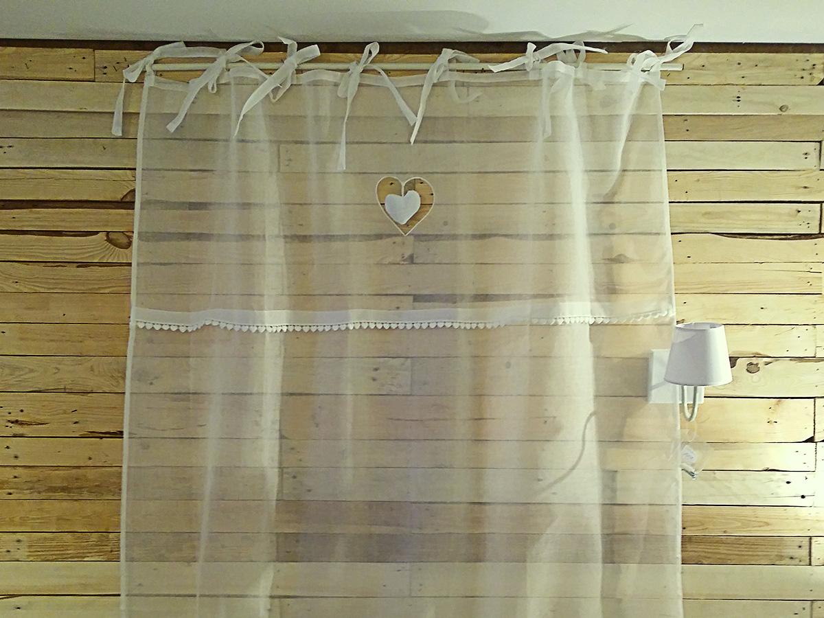 rideau voilage blanc coeur pendant simla. Black Bedroom Furniture Sets. Home Design Ideas